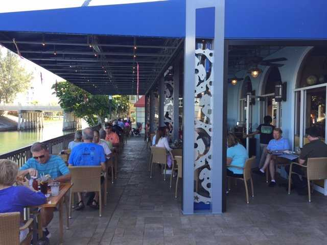 Naples casual Restaurants, Naples Restaurants, Naples Bar and Grill, Naples casual food, Casual Restaurants in Naples Fl, Restaurants in Naples, Naples casual dining, Naples dining, Naples Waterfront restaurants, Naples lunch and diner, Naples Fl casual Restaurants